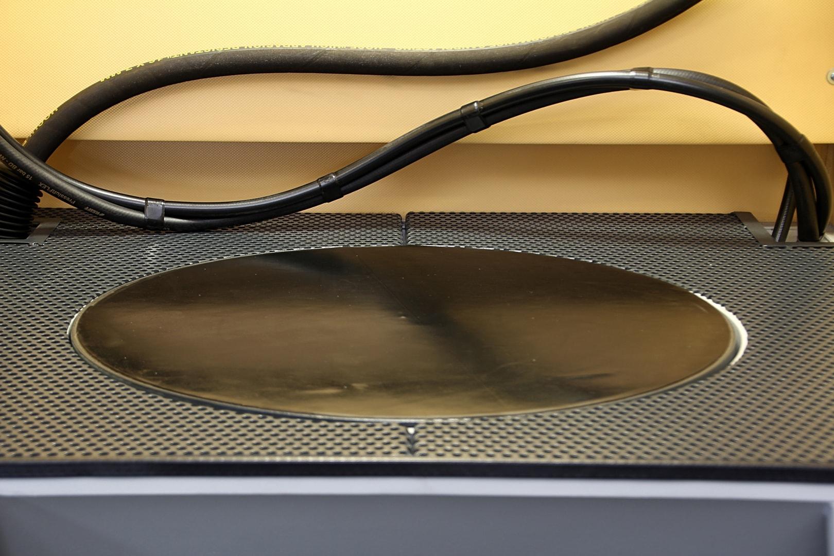 Drehteller 600 mm im Arbeitsrost versenkt